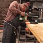 Man_woodworking_nailgun